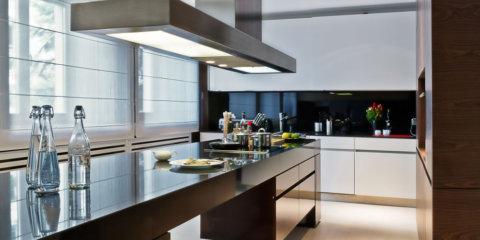 03-kuchnia-wyspa-blat-granit-fronty-fornir