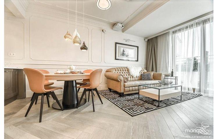 Skórzane meble idealnie odnajdują się w mieszkaniach w stylu klasycznym   proj. Mango Studio