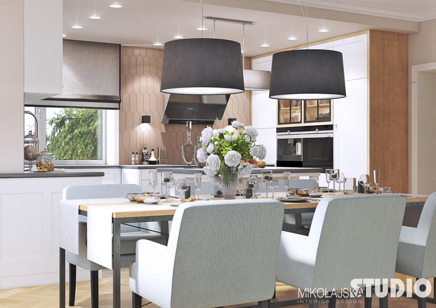 Ściana w kuchni z płytek fakturą i kolorem przypominającej drewno | Projekt Mikołajska Studio