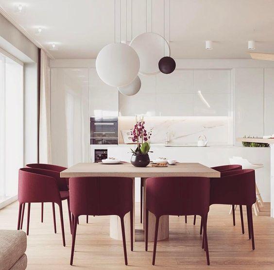 lampa Vibia nad stołem kuchennym