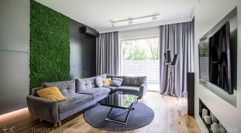 Salon z zieloną ścianą | proj. TK Architekci