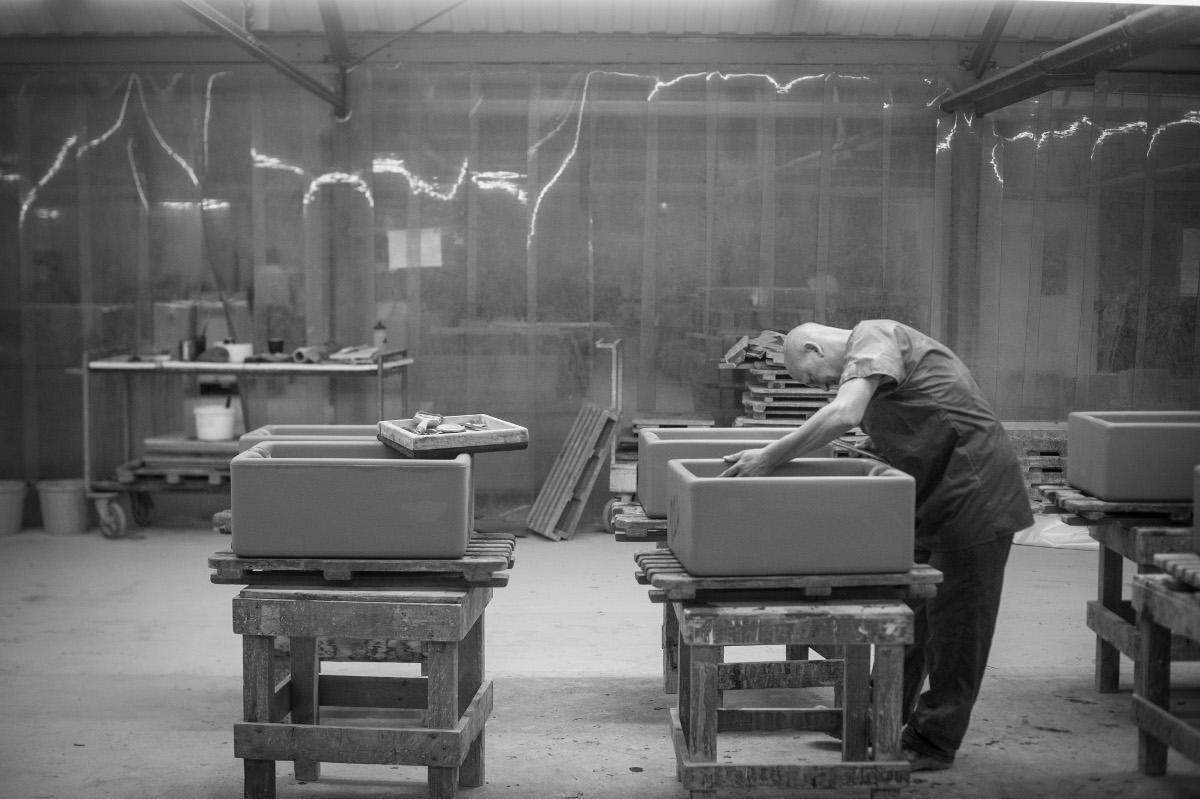 Proces tworzenia zlewów ceramicznych Shaws
