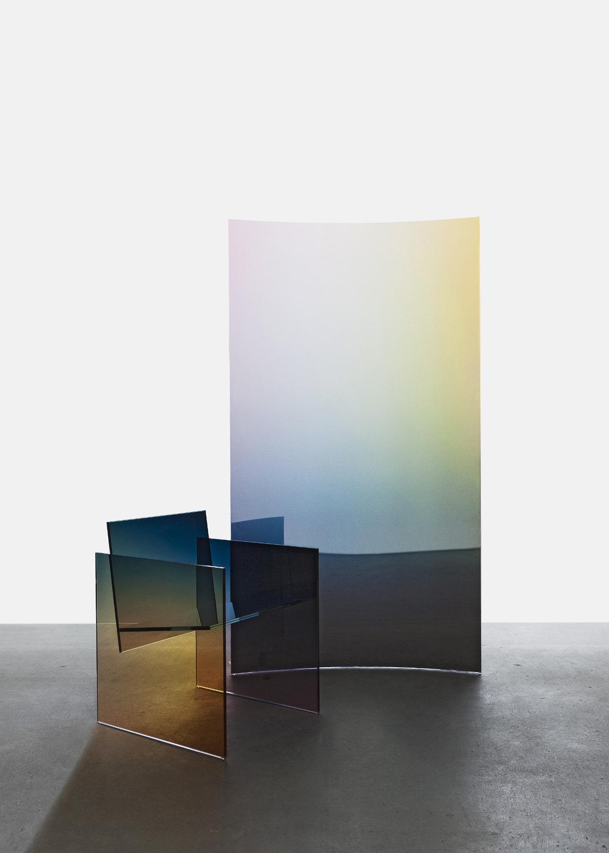 Ombré Glass Chair & Horizon Screens