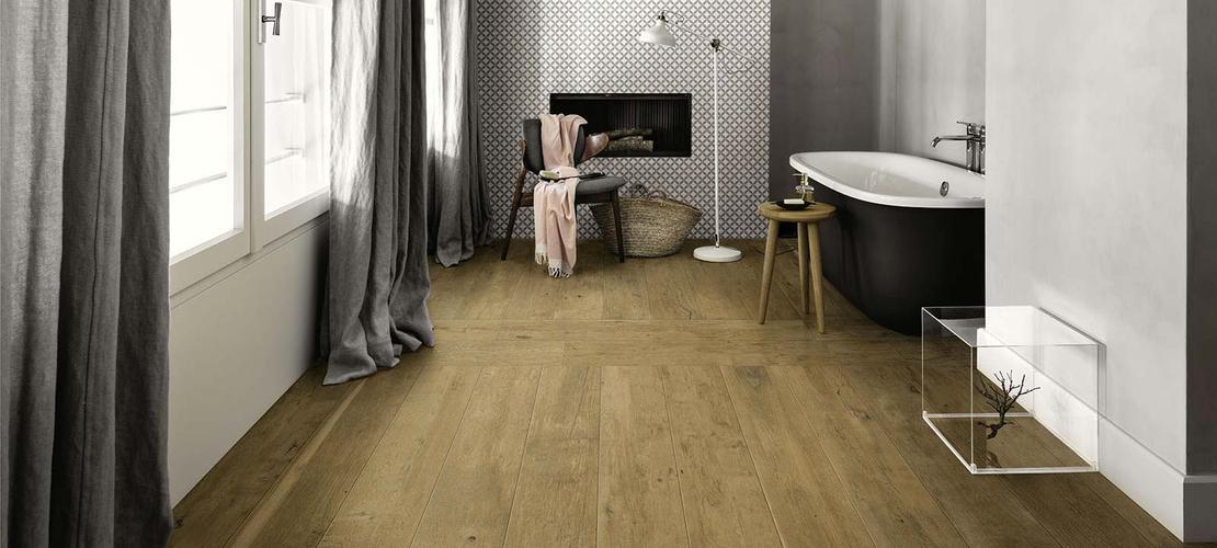 Łazienka z płytami drewnopodobnymi jest gwarantem przytulności i prestiżowego wnętrza | Marazzi