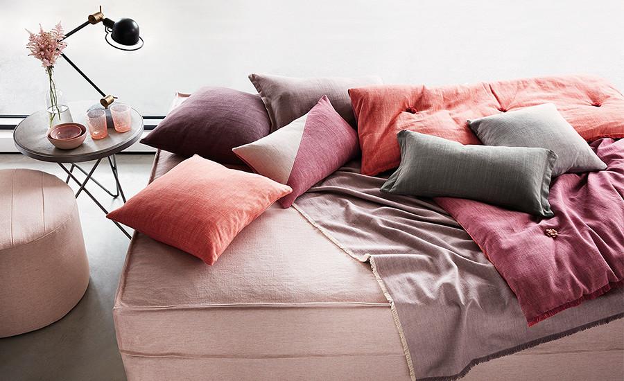 Tkaniny Romo są dostępne w naszych shoowroomach. Z nich wyczarujemy dla Ciebie poduszki, zasłony i wszystko o czym marzysz