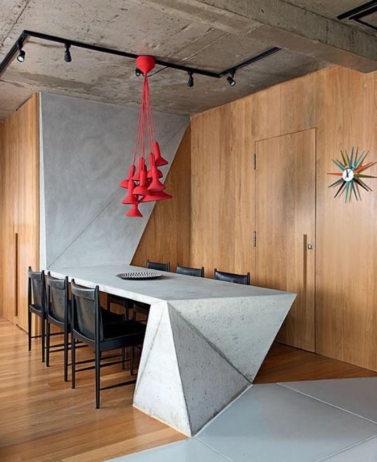 Czerwień w industrialnym wnętrzu | źródło: trendir.com