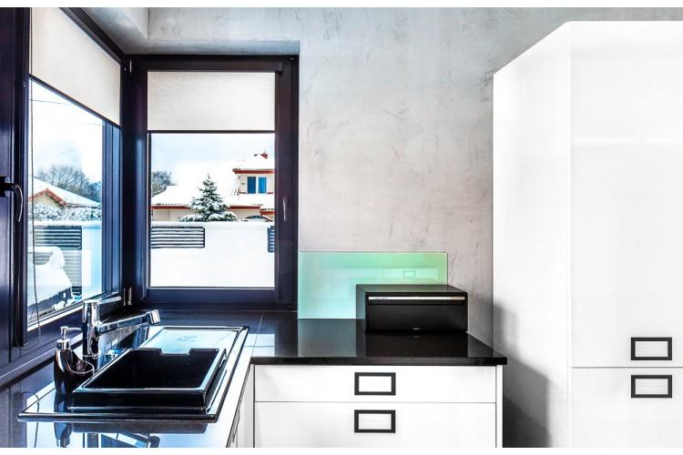 Biała kuchnia, proj. COCO Pracownia projektowania wnętrz