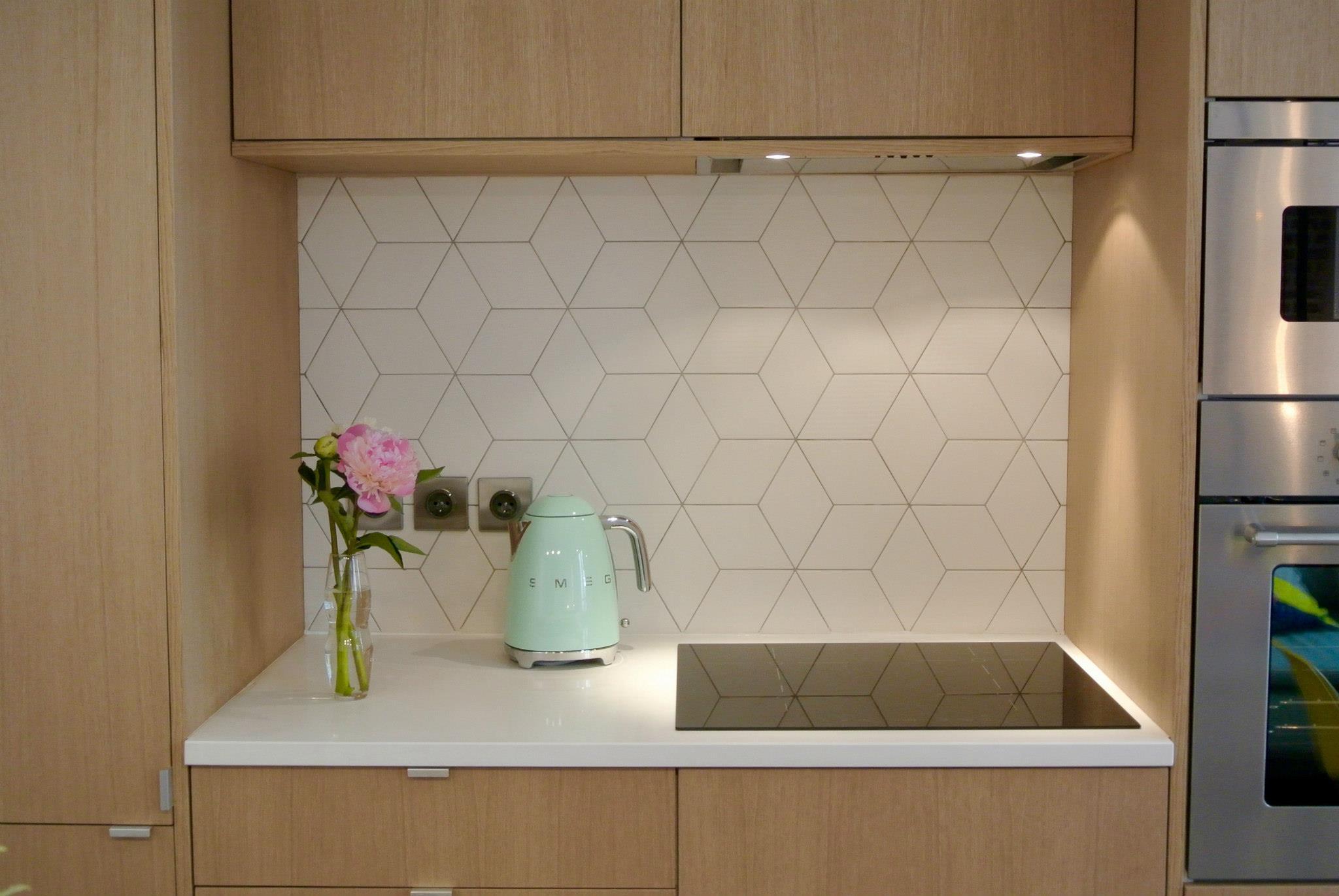 Aranżacja małej kuchni, źródło: dekorpa.com