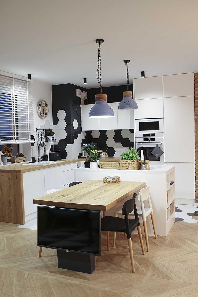 Płytki Heksagonalne w kuchni nad blatem w kuchni