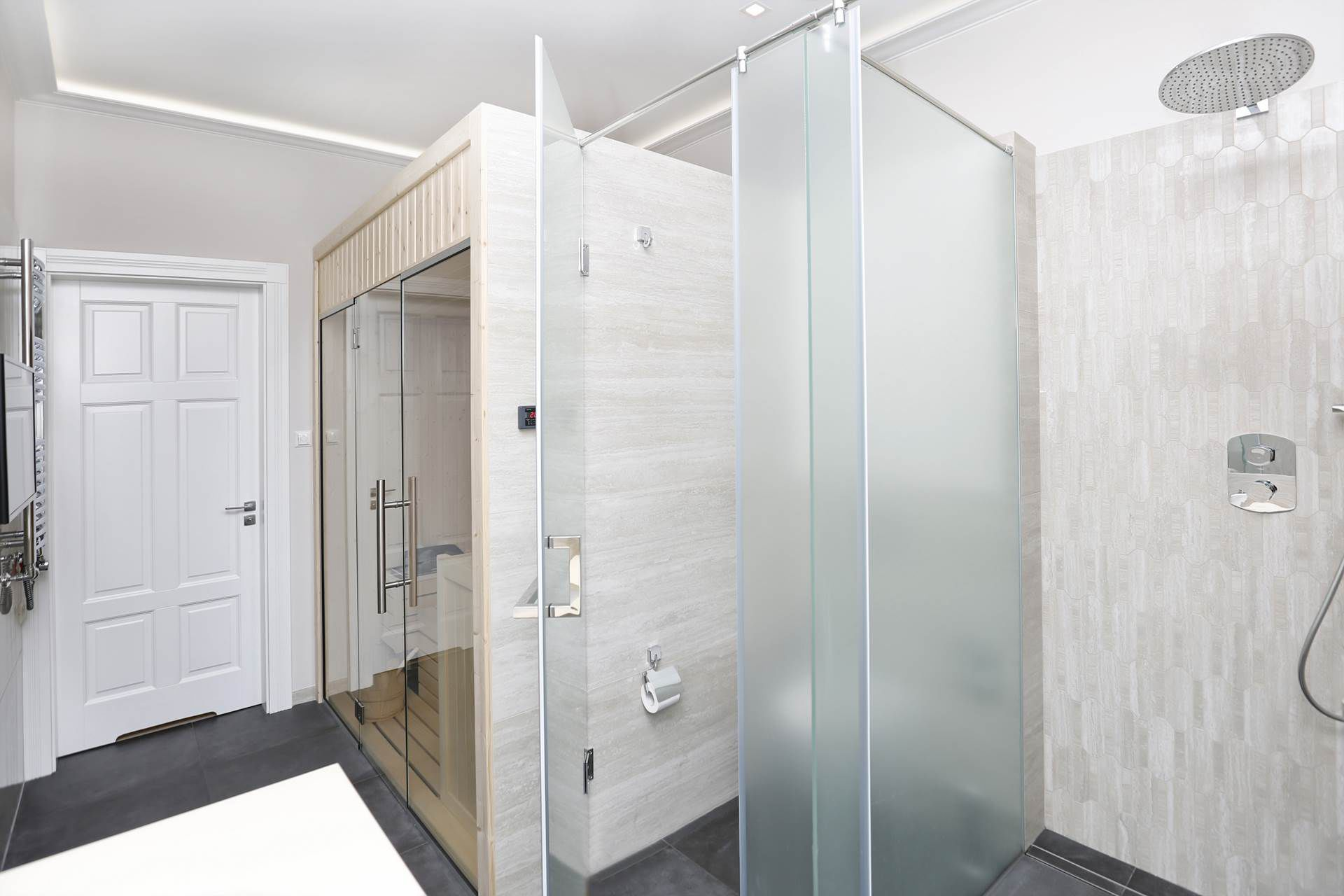 Sauna w łazience, proj. FLOW Interiors