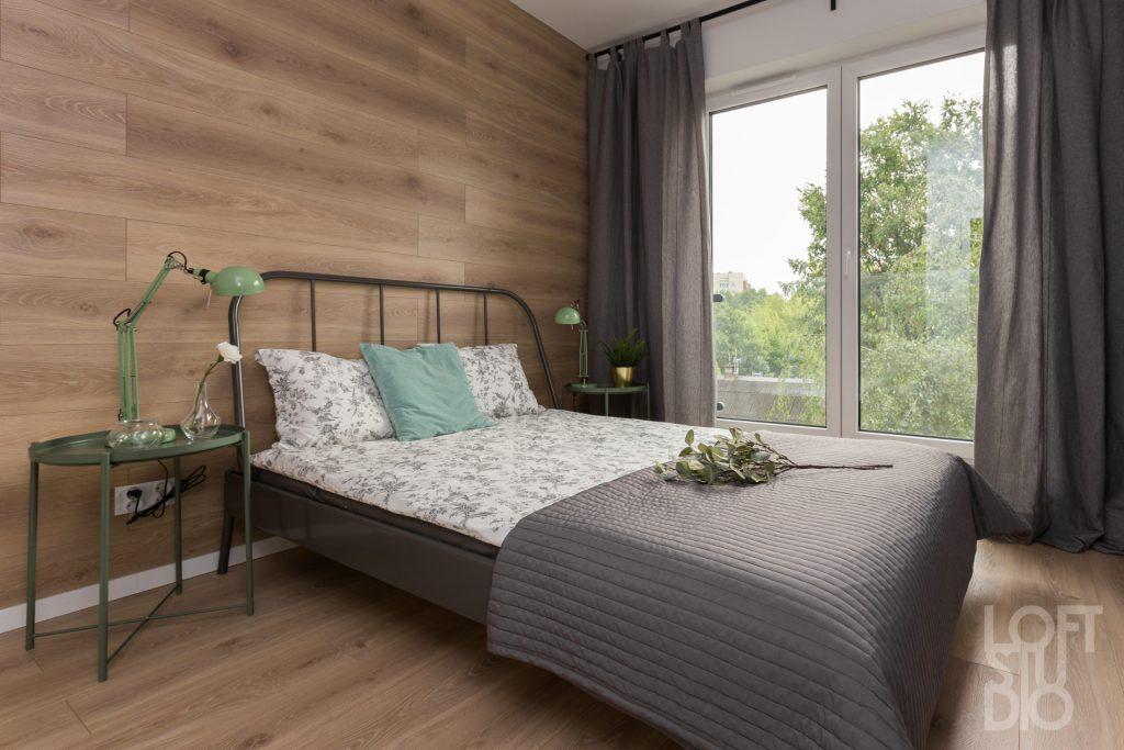 Drewno w sypialni wg. projektu Ireny Lang z Loftstudio