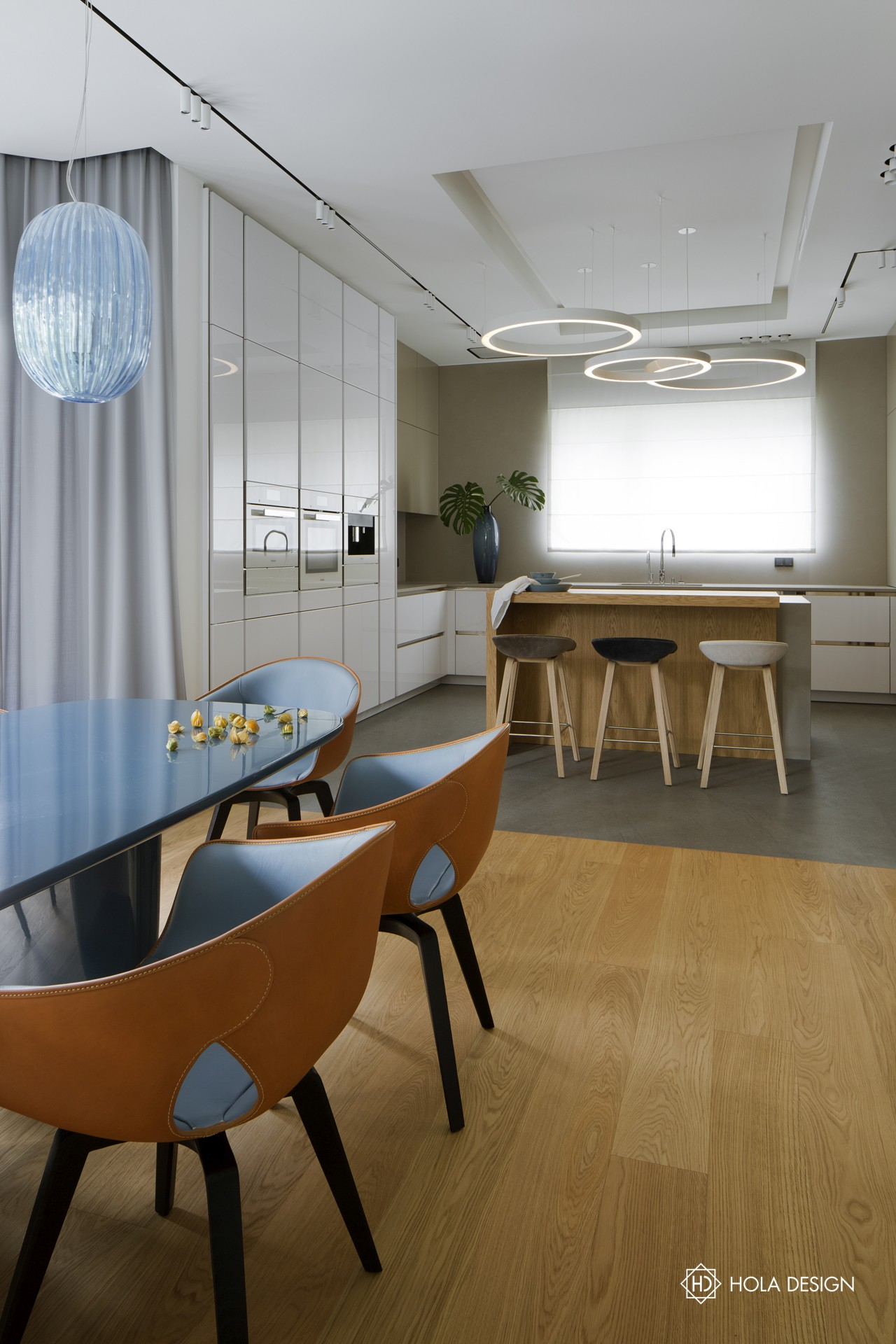 Kuchnia otwarta na salon i jadalnię, proj. Hola Design