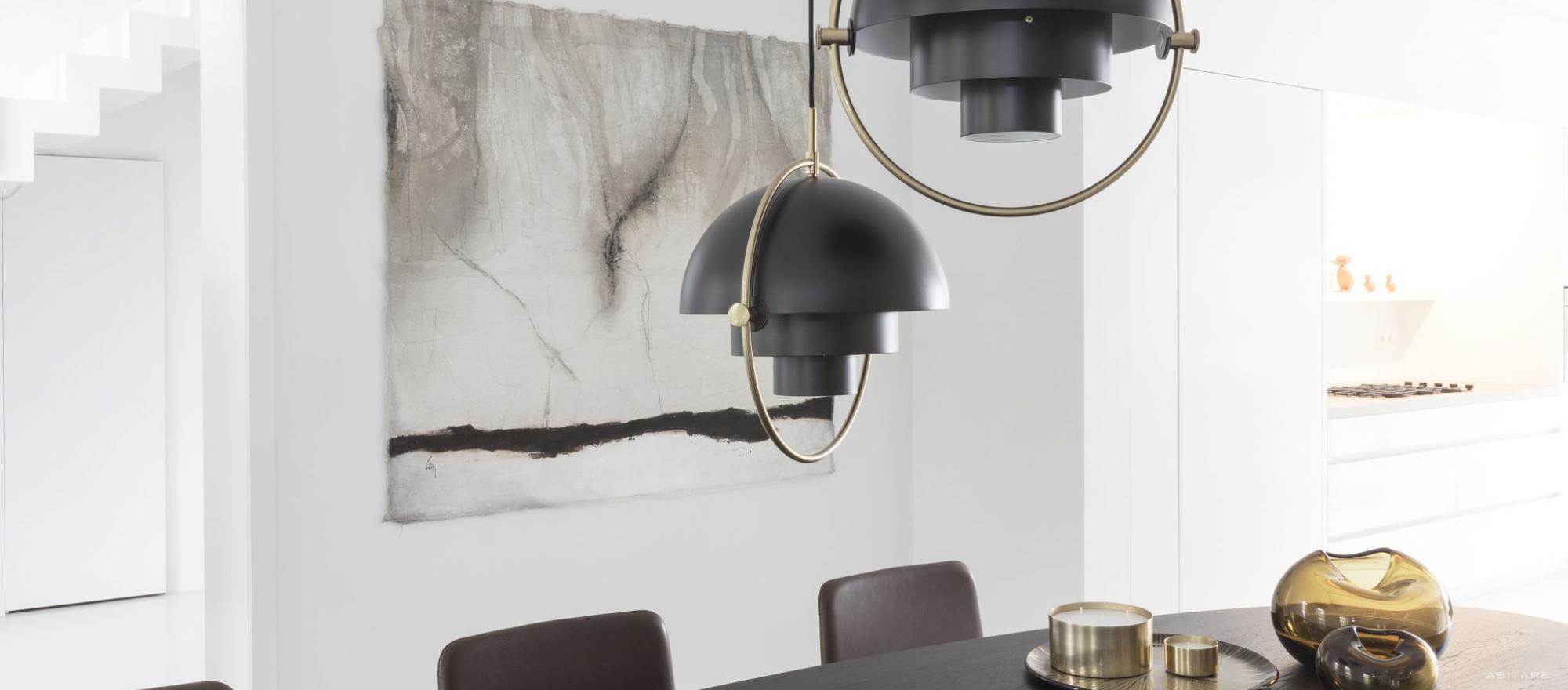 Lampa Multi-Lite Pendant to pochwała złotej ery duńskiego designu (proj. Louise Weisdorf)