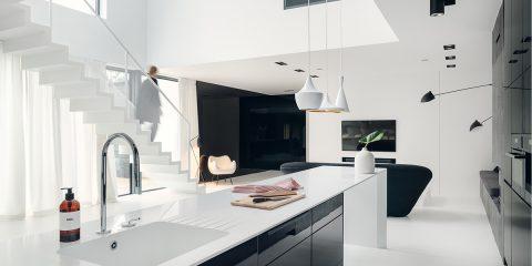 Dom w klimacie black & white | proj. MAKA.STUDIO, photo: Tom Kurek