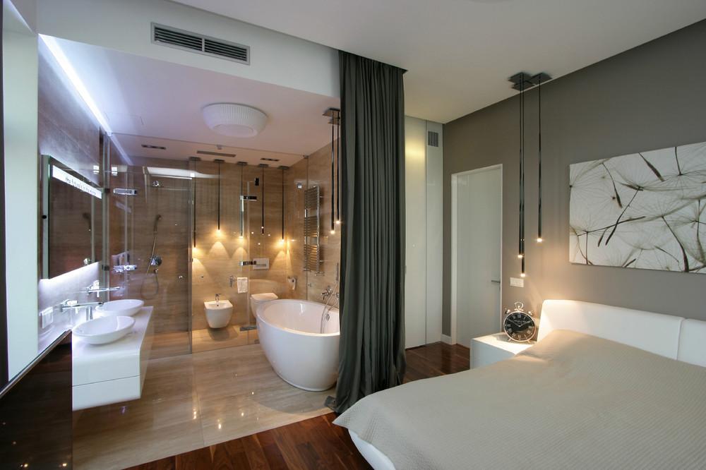 Łazienka w sypialni, którą w każdej chwili można zasłonić tkaniną