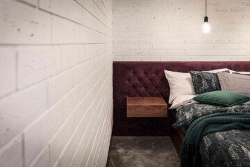 Aranżacja sypialni z modnym fioletem | proj. One Design (Katarzyna Barbella-Aponte)