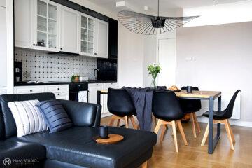 Aneks kuchenny, jadalnia i salon w ramach jednego wnętrza | proj. MAKA.STUDIO