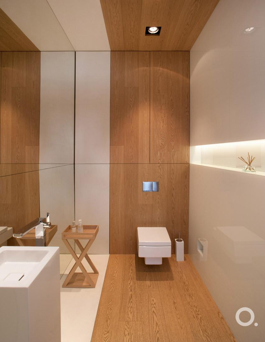 Projekt biało - drewnianej łazienki, proj. Aga Kobus STUDIO.O., photo: Hanna Długosz
