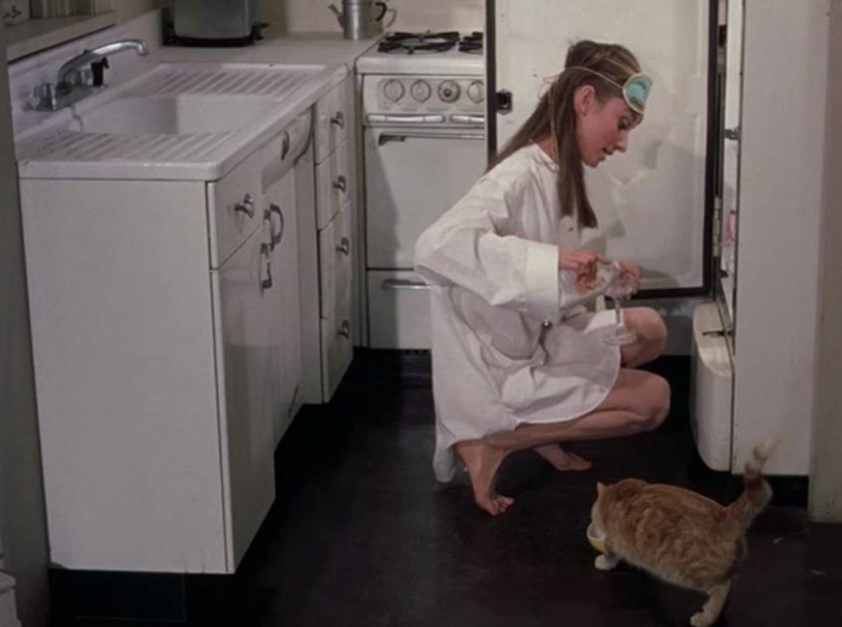 """Kadr w filmu ,,Śniadanie u Tiffany'ego"""" (1961)"""