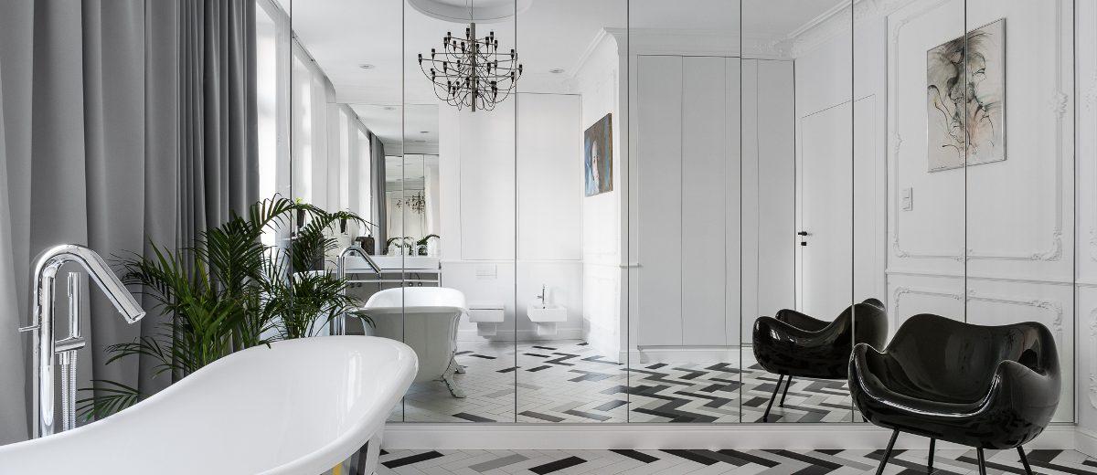 Lustro optycznie powiększa i tak dużą łazienkę | proj. Anna Maria Sokołowska Architektura Wnętrz