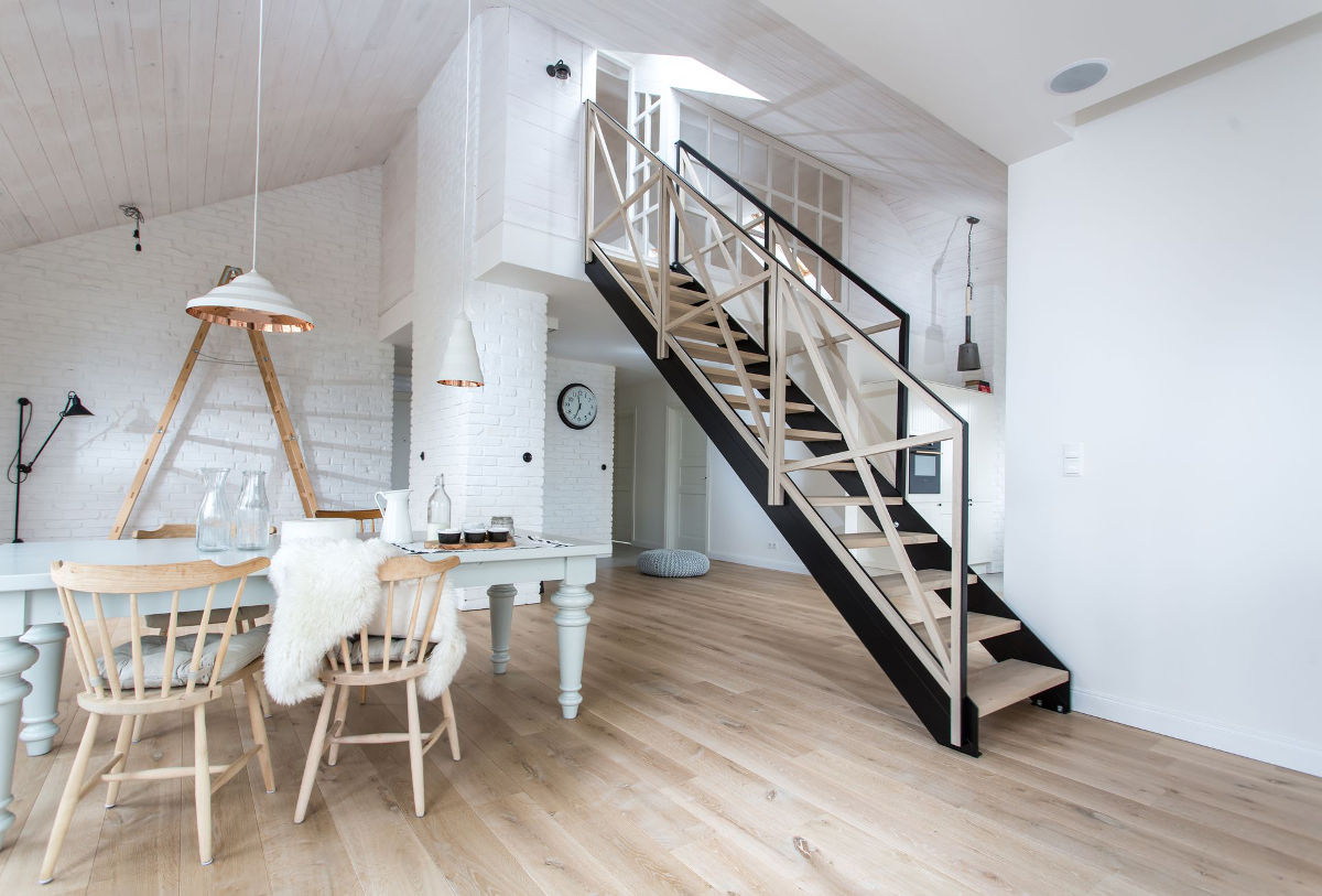 Antresola w mieszkaniu w skandynawskim stylu (proj. em Design)