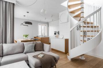 Kuchnia otwarta na salon, jadalnię oraz piękną klatkę schodową | proj. MAKA.STUDIO, zdjęcie: Fotomohito