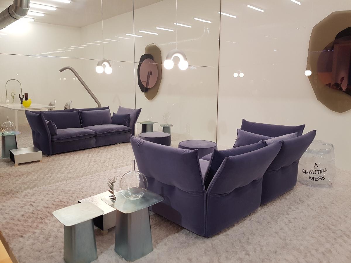 Sofa, której oparcia rozchylają się jak płatki kwiatów - Vitra - brawo za kolor i formę!