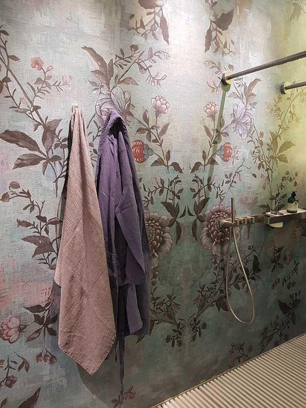 Tapeta wodoodporna z serii Wet System od Wall & Deco (stand na targach Salone del Mobile Milano)