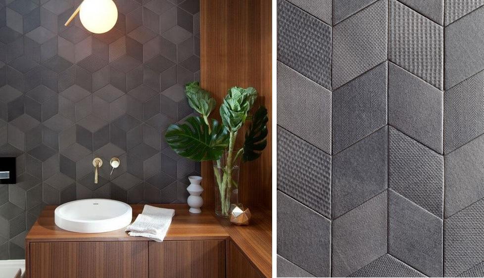 Geometria, złoto i drewno - w projekcie wykorzystano płytki Mutina z linii TEX (produkt dostępny w naszych showroomach)