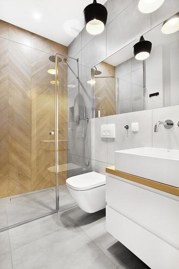 Kraina łagodności z drewnianą jodełką w tle | proj. Studio LOKO