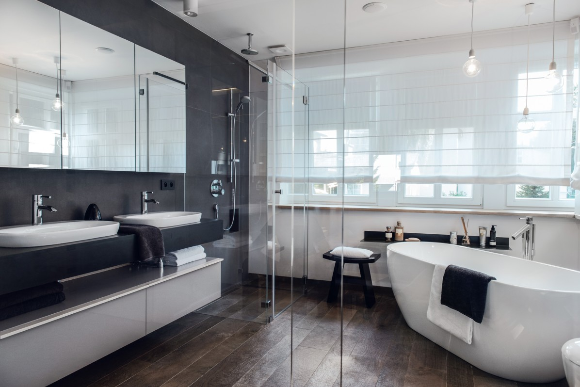 Salon kąpielowy w odcieniach szarości | proj. formativ