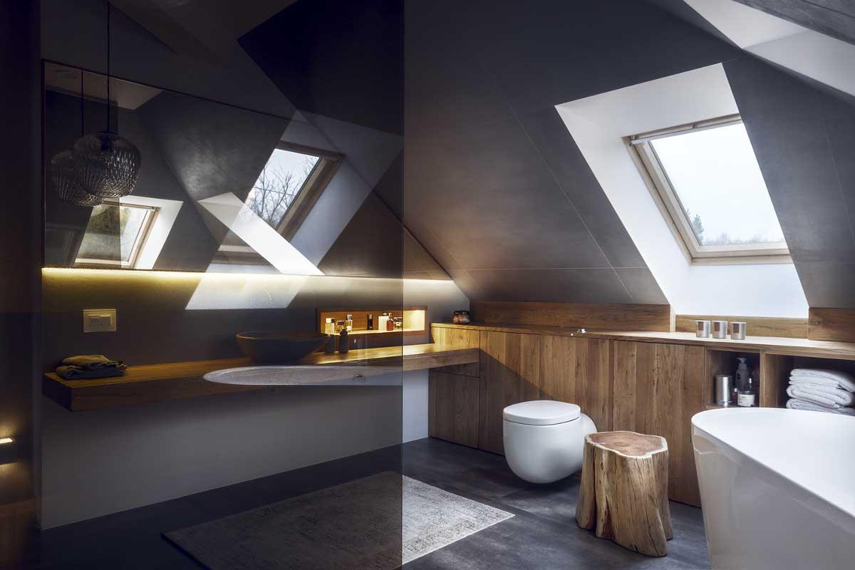 Szara łazienka z drewnem | proj. Mana Design