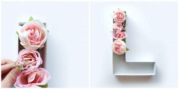 Przyklejamy gorącym klejem kwiaty do podełka