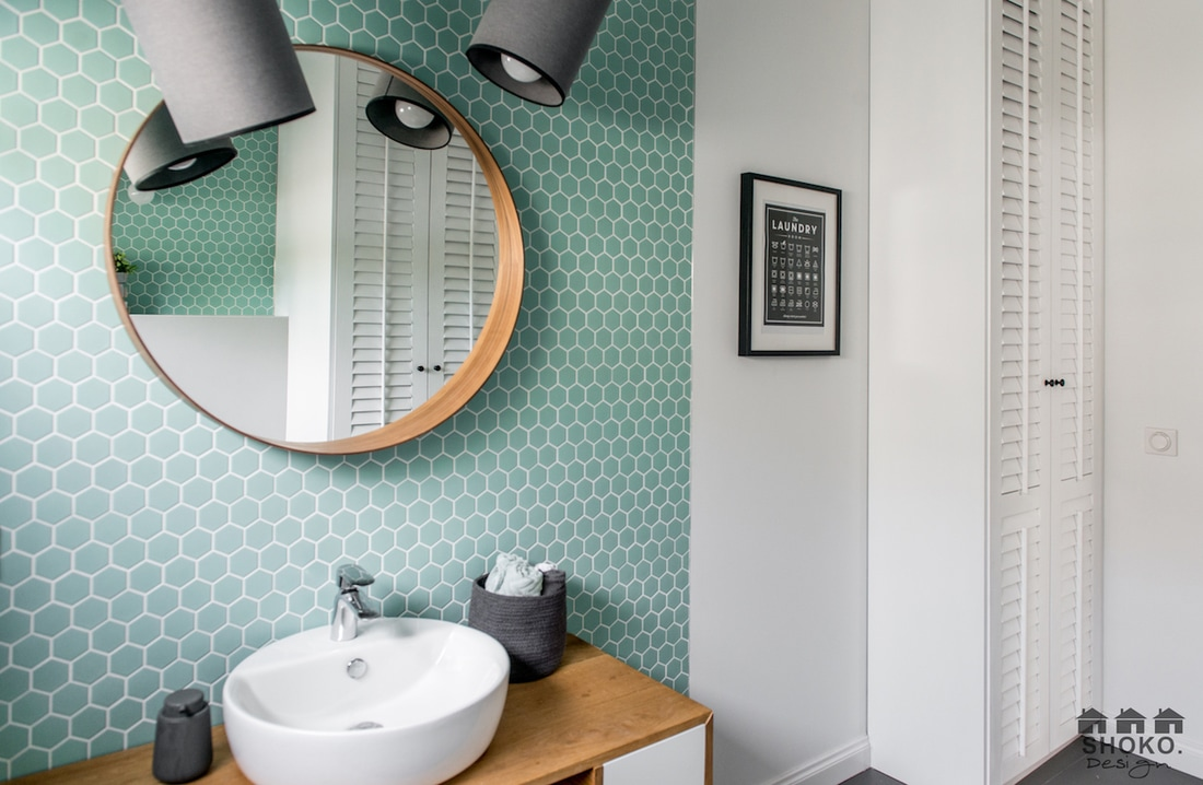 Mini heksagony w łazience | proj. Shoko Design