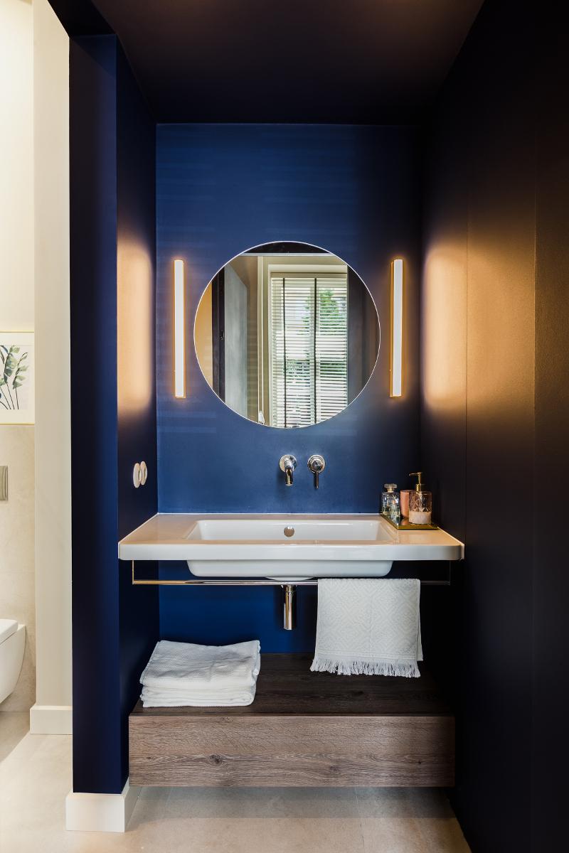 Łazienka z niebieskim akcentem | proj. lummo.