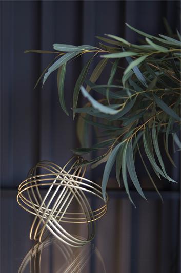 Złote dekoracje w domu | proj. Studio LOKO(zdjęcie: Magdalena Płoszaj)