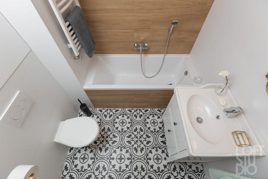 Projekt łazienki drewnopodobne i patchwork