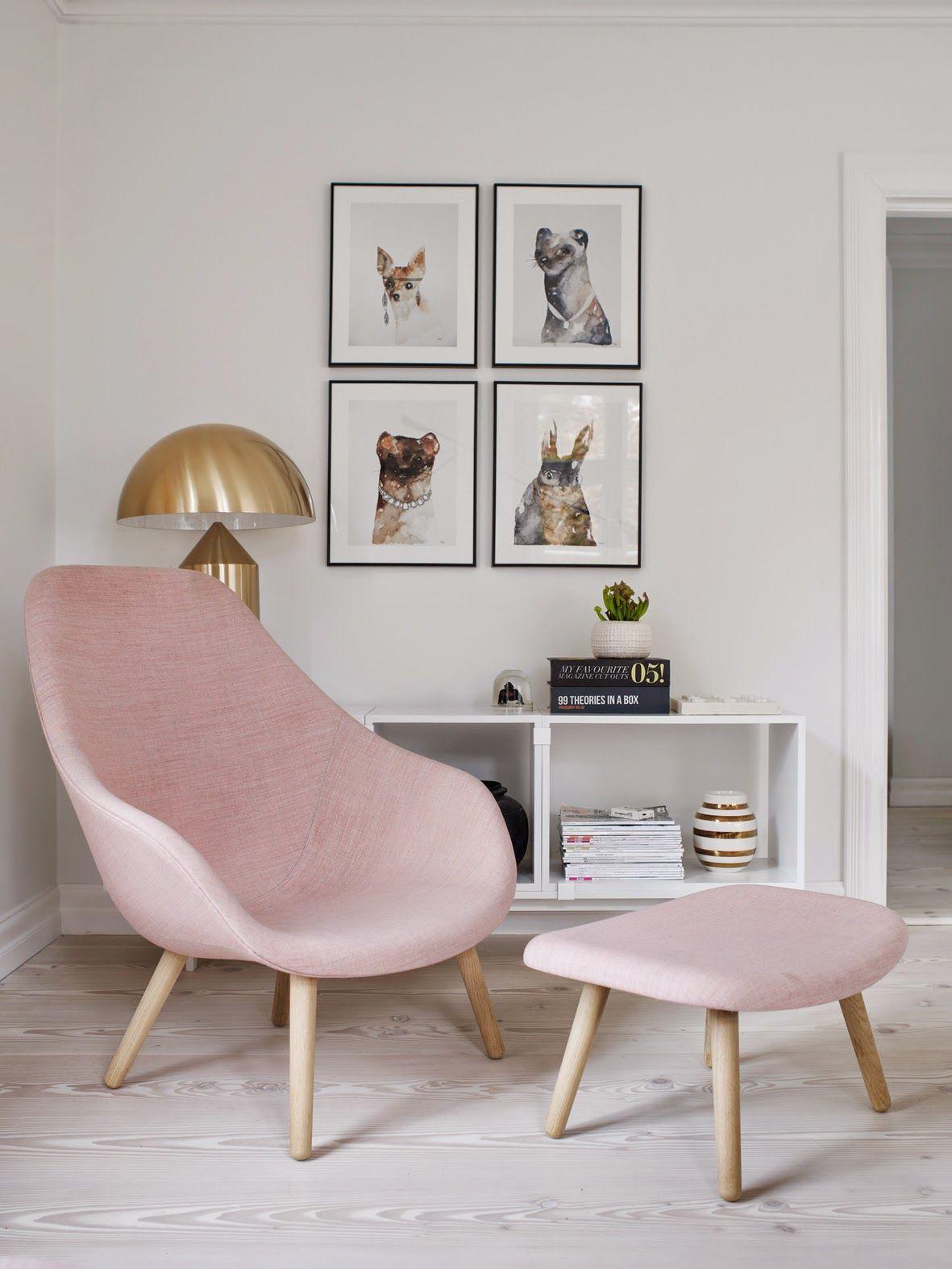 Ciekawy model fotela w delikatnym różu