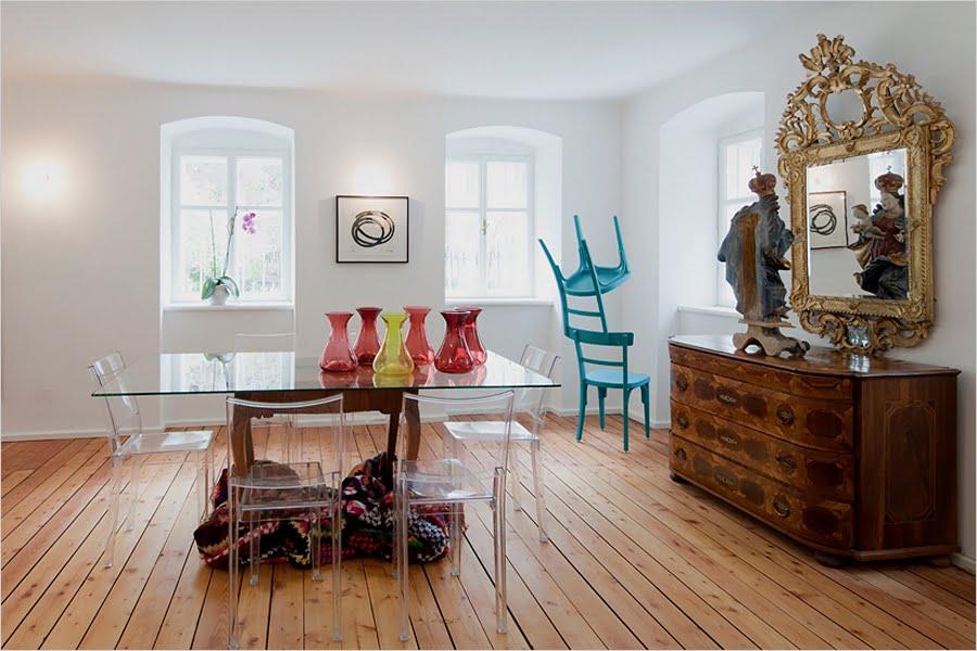 Krzesła Philippe Starck w jego mieszkaniu