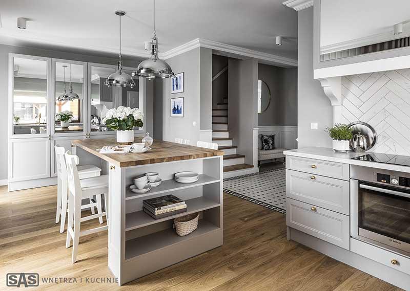 Kuchnia klasyczna w projekcie SAS Wnętrza i Kuchnie