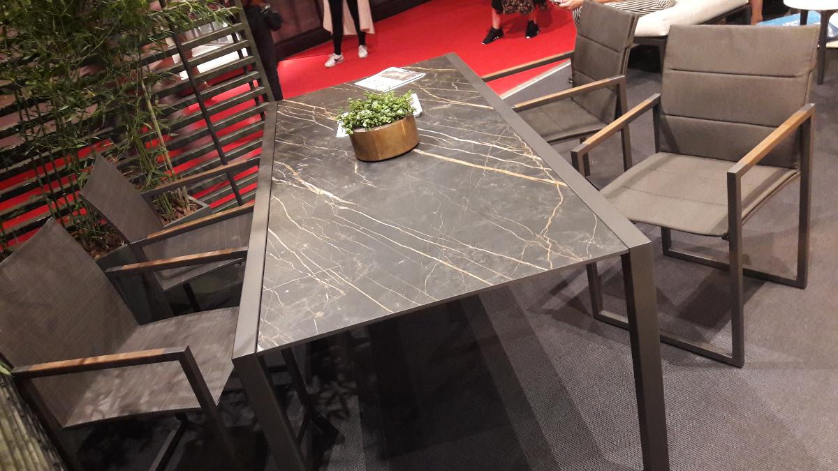 Meble ogrodowe z marmurowym blatem od Royal Botania | Salone del Mobile Milano 2018