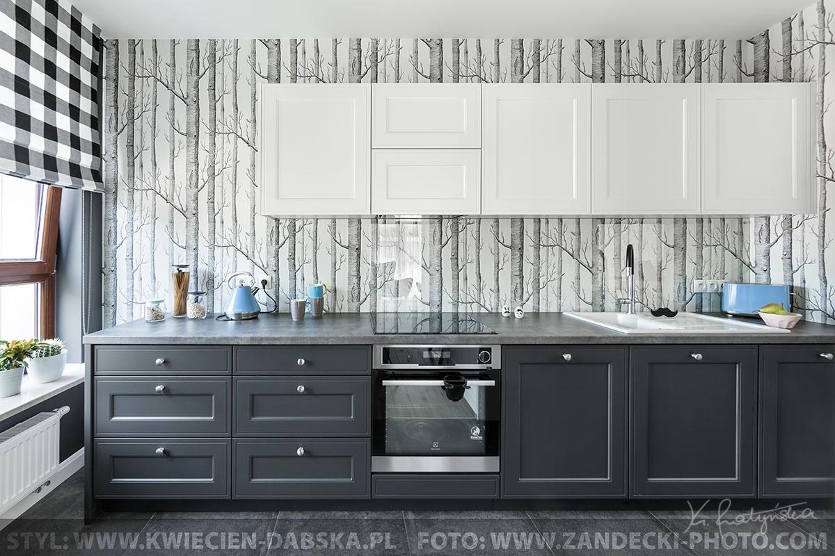 Kultowa tapeta od Cole & Son w projekcie kuchni PEpe Pracownia