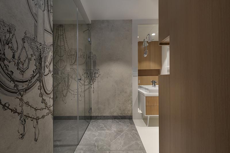 Tapeta od Wall & Deco w łazience wg. pracowni Sojka & Wojciechowski