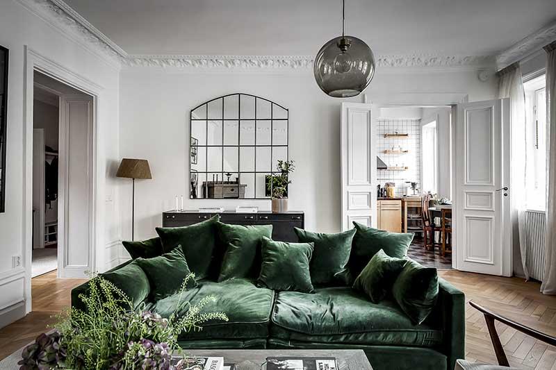 Zielona sofa mieszkanie w klimatycznej kamienicy | źródło http://www.brspec.se/