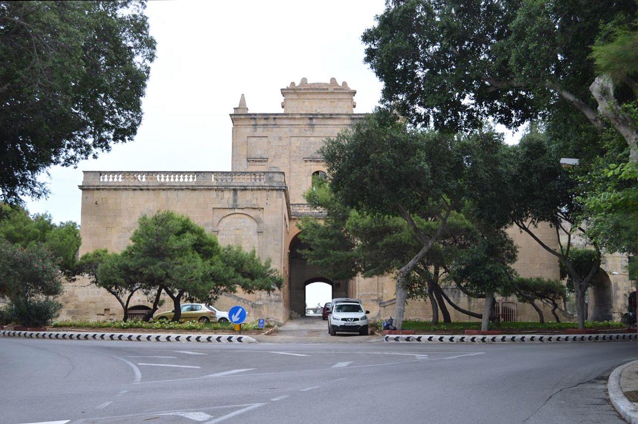 Brama Notre DameBrama została zbudowana w roku 1675