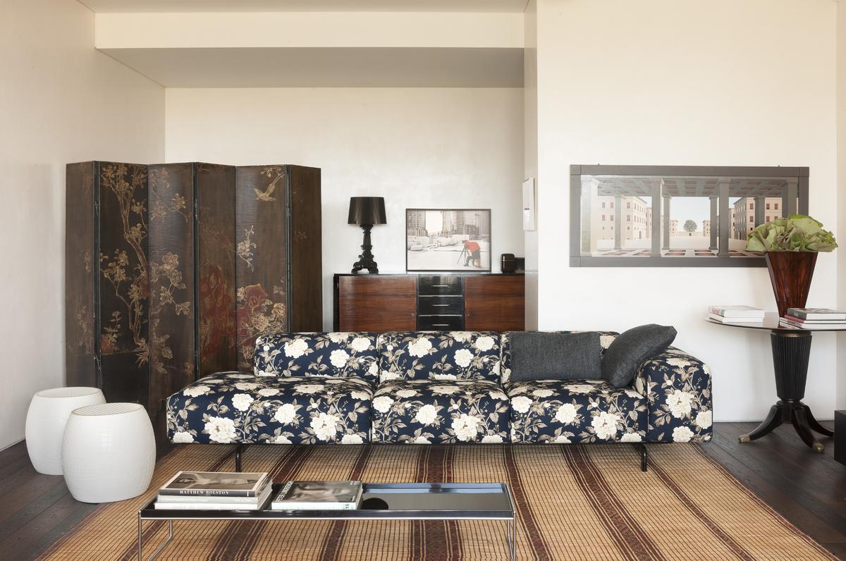 Sofa i stolik Kartell dostępne w Internity Home i Prodesigne