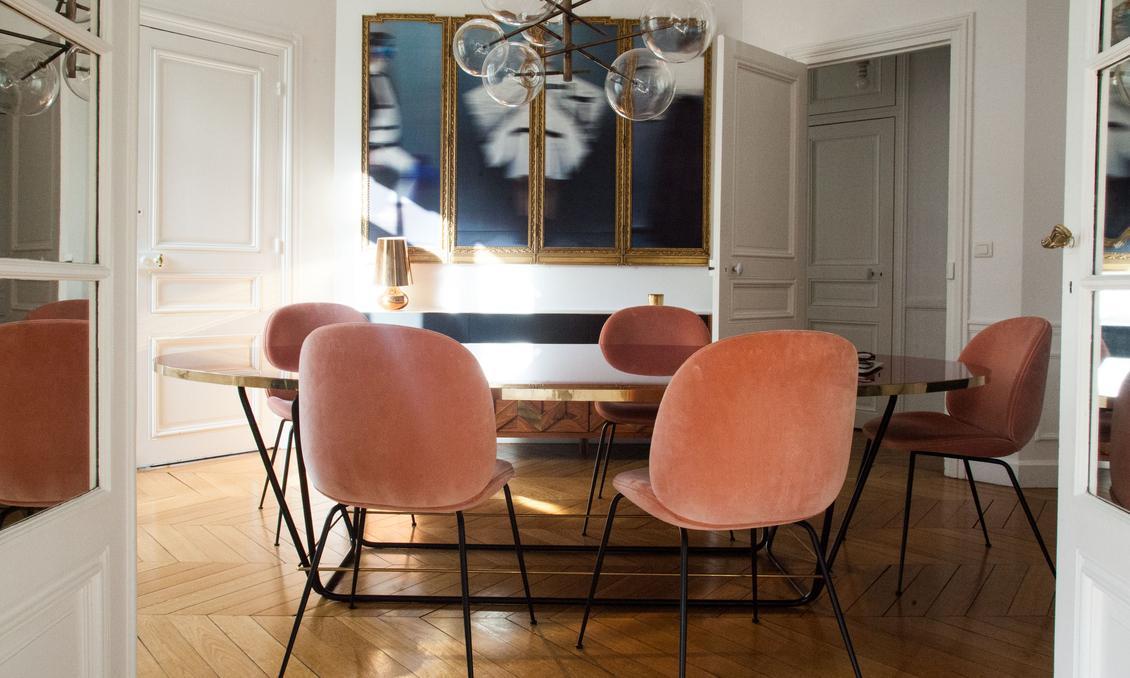 Krzesła do jadalni w brzoskwiniowym kolorze