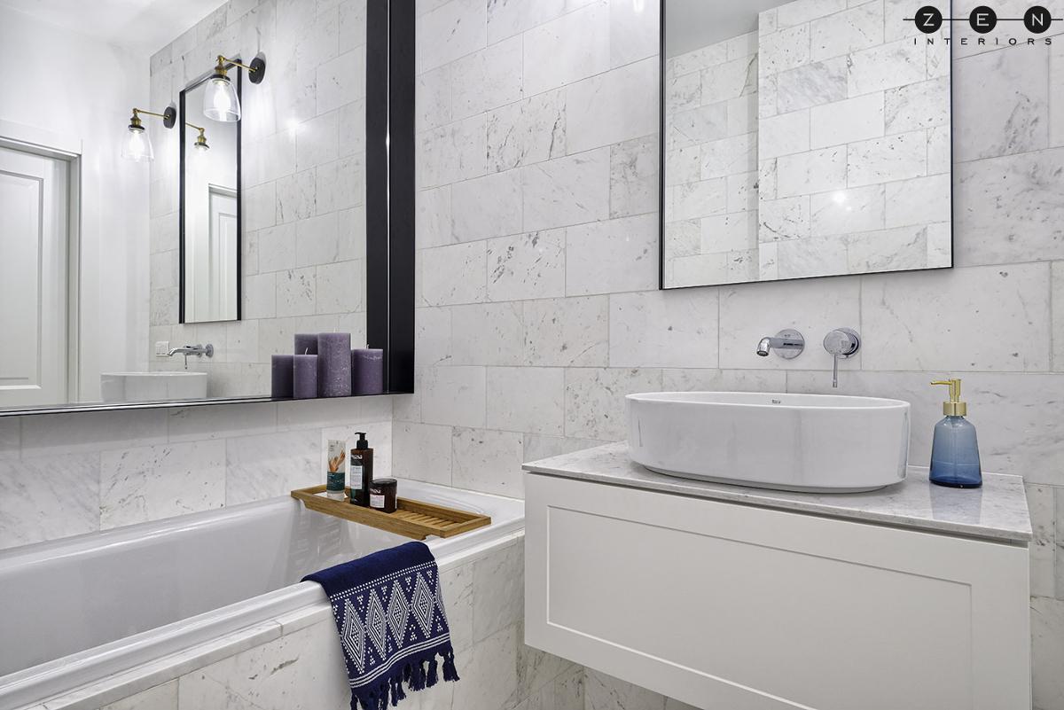 mała łazienka z wanną