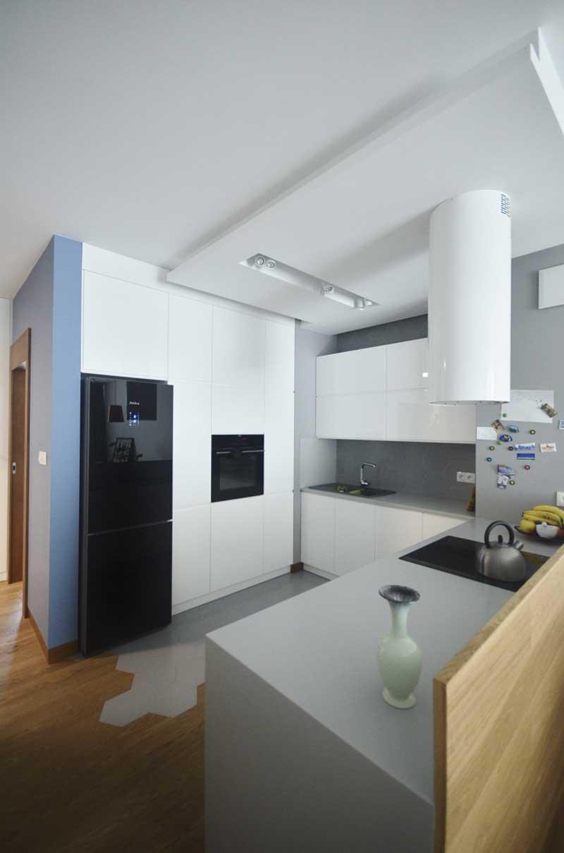 Nowoczesna kuchnia w minimalistycznym duchu | proj. Olivkadesign
