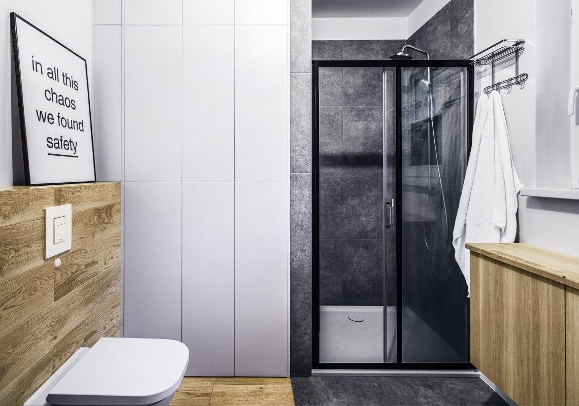drewniano - betonowa łazienka